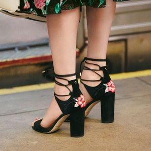 Kate Spade Oasis Size 5.5 Black Embroidered Heels